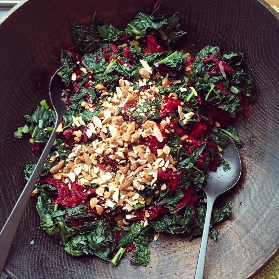 Kale-Beet salad w/ Avocado-Tahinidressing