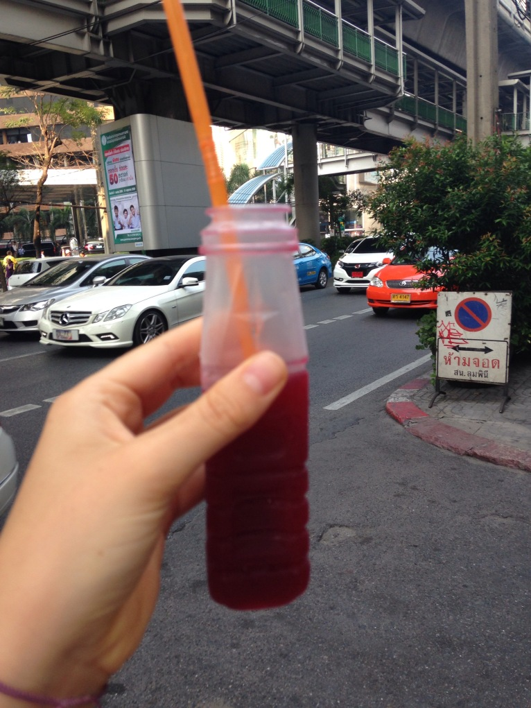favorite drink in Bangkok: squeezed pomegrante juice! street vendors sell it everywhere(pic out of focus!)